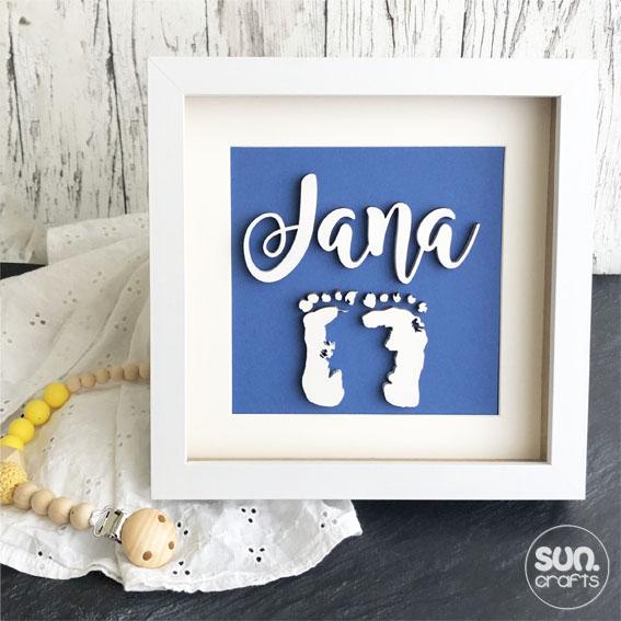 personalisiertes Geschenk zur Geburt Füße und Namen